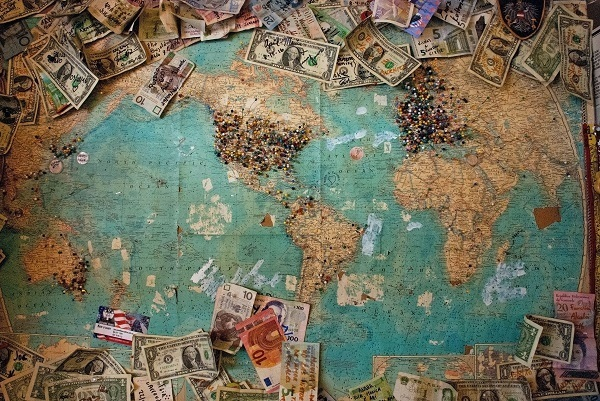 save money while traveling around the world