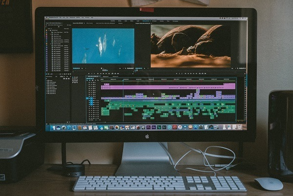 editing your travel videos like a vlogger add music voiceover